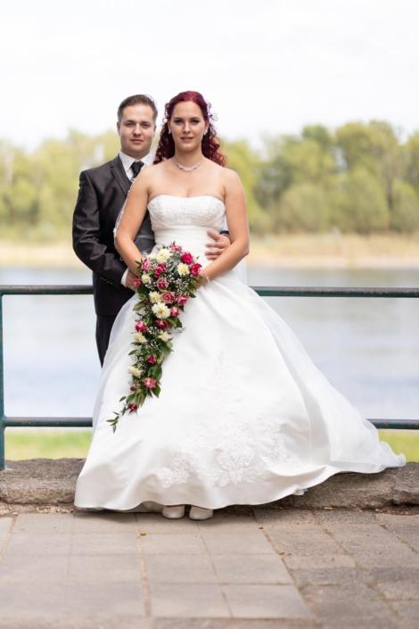 Brautpaar an der Elbe