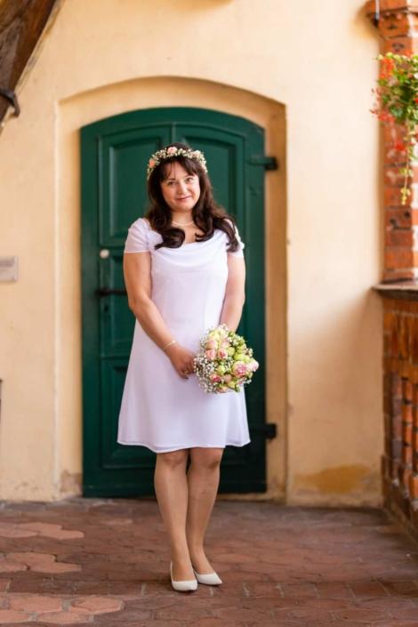 Hochzeit Tangermünde | Braut hält den Brautstraße