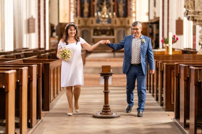 Hochzeitsreportage Tangermünde | Brautpaar in der Stephanskirche