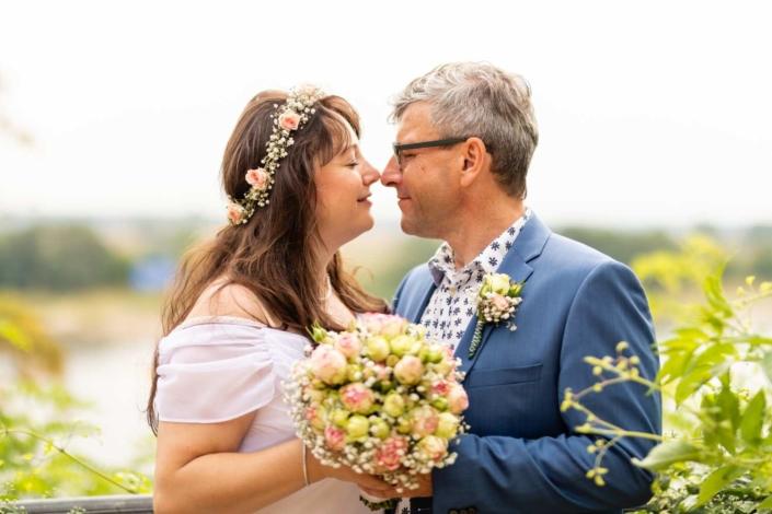 Hochzeitsreportage Tangermünde | Brautpaar schaut sich an