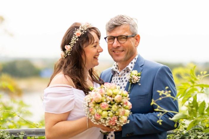 Hochzeitsreportage Tangermünde | Braut blickt zum Bräutigam
