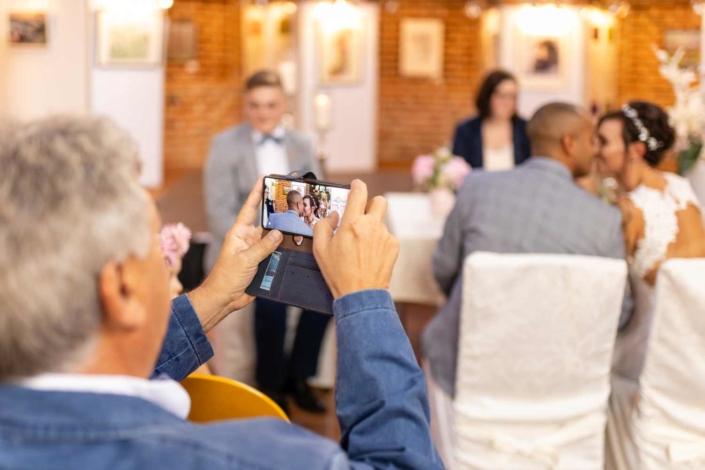 Hochzeit in Tangermünde - Trauung Handybild
